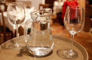 Es obligatorio servir agua potable en toda la provincia